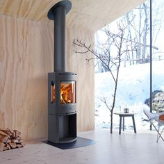 Jotul is a modern and stylish designed wood burning stove. For homes with a low energy demand, this stove is a perfect solution. It is compact and designed… Wood Burning Logs, Freestanding Fireplace, Log Burner, Open Plan Living, Contemporary Decor, Modern Interior Design, Country, Glass, Wood Stoves