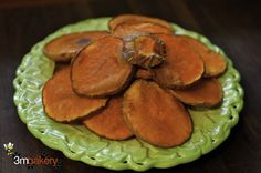 ROASTED BUTTERNUT SQUASH TREATS Did you know? Pumpkin cooked fresh, Pumpkin Seeds (see additional recipe below) and canned pumpkin (unsweetened, not pie filling) have many benefits for dogs. Homemade Dog Treats, Pet Treats, Roasted Butternut Squash, Dog Treat Recipes, Canned Pumpkin, Recipe For 4, Yummy Food, Cooking, Desserts
