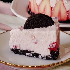 When your favorite cookie meets a fruity cheesecake, you know it's gonna be good.