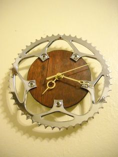 Upcycled #Bike Chain Ring ClockUpcycled Bike Chain Ring Clock http://www.fibica.com/
