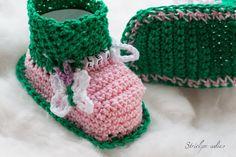 Strick- & Häkelschuhe - Babyschuhe mit Namen Schmetterlingen _09 - ein Designerstück von Strickparadies-Shop bei DaWanda