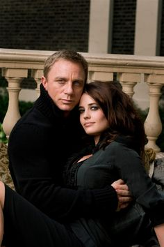Daniel Craig (James Bond), Eva Green (Vesper Lynd) in Casino Royale Eva Green Casino Royale, Casino Royale Movie, Daniel Craig James Bond, Craig Bond, Craig 007, Estilo James Bond, James Bond Women, Greg Williams, Best Bond