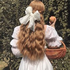 Find images and videos about hair, white and vintage on We Heart It - the app to get lost in what you love. Angel Aesthetic, Aesthetic Vintage, Aesthetic Photo, Aesthetic Girl, Aesthetic Pictures, Aesthetic Fashion, Photography Aesthetic, Aesthetic Bedroom, Art Photography