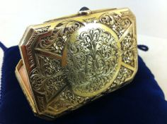Gold box for a preciuos make-up !!