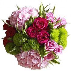 #Flower #Arrangements - Green trick carnations with fabulous pink hydrangea Jane Packer.. http://www.gardenoohlala.com