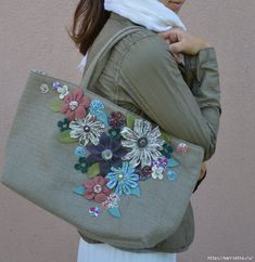 step by step tutorial for making the tote & fabric flowers