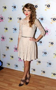Taylor Swift Teen Awards 2010 Dress Taylor Swifts White Lace Dress Designed by Reiss at BBC 1s Teen Award Photos