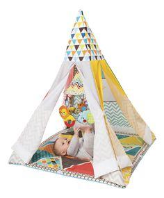 Baby speelt maar wat graag op zijn speeltapijt Grow-with-me Playtime Teepee van Infantino met kleurrijke boom!