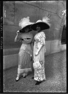 Paris promenade, 1911