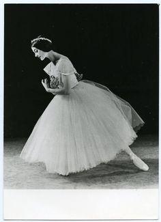 "sovushka-en-pointe: "" Carla Fracci as Giselle """
