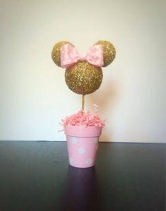 Spezielle Bundle Preise für 5 Mittelstücke!!! Klicken Sie auf den Link unten- https://www.etsy.com/listing/385734740/special-bundle-pricing-for-five-5-pink ** Dieses Angebot ist für einen (1) Minnie Mouse Herzstück inspiriert. Es gibt 2 Größe Optionen zur Verfügung-10.5 H x 3.5 W oder 14