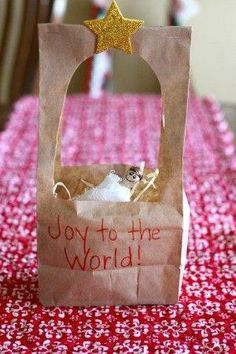 Paper Bag Manger Craft - I Can Teach My Child! Such a simple activity for toddlers and preschoolers to celebrate the birth of Christ! Want great hints about arts and crafts? Go to this fantastic website! Christmas Crafts To Make, Preschool Christmas, Christmas Activities, Preschool Crafts, Kids Christmas, Holiday Crafts, Church Activities, Simple Christmas, Xmas