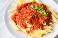 A fantastic Low FODMAP pasta sauce recipe - no onion or garlic needed! Serve over low FODMAP pasta or zucchini noodles for an easy meal!   funwithoutfodmaps.com   #lowfodmap #glutenfreepasta