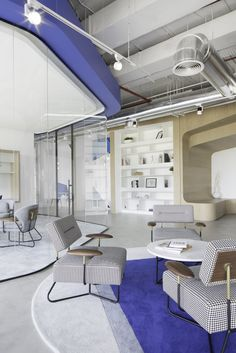 Pallavi Dean Interiors designed the new offices of global communications marketing firm Edelman, located in Abu Dhabi, United Arab Emirates. The design is Office Lounge, Home Office Chairs, Home Office Furniture, Bedroom Furniture, Bedroom Decor, Abu Dhabi, Office Space Decor, Cool Office Space, Corporate Interiors