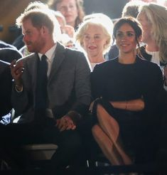 Prince Harry References Meghan Markle's Pregnancy at Invictus Games Opening!: Photo Prince Harry and Meghan Markle wear casual outfits and applaud the competitors during the JLR Drive Day at Cockatoo Island on Saturday (October in Sydney, Australia. Meghan Markle Prince Harry, Prince Harry And Megan, Harry And Meghan, Princess Diana Family, Real Princess, Meghan Markle Photos, Royal Family Pictures, Invictus Games, Oprah Winfrey