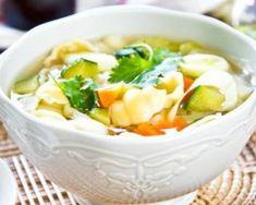 Soupe de pâtes aux carottes et courgettes pour brûler des calories : http://www.fourchette-et-bikini.fr/recettes/recettes-minceur/soupe-de-pates-aux-carottes-et-courgettes-pour-bruler-des-calories.html