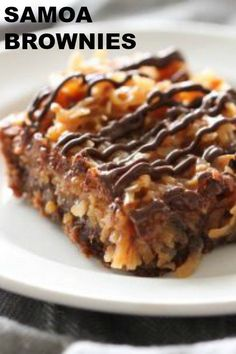 70 minutes · Serves samoa brownies are really easy to throw together but they taste AMAZING! Brownie Recipe With Cocoa, Brownie Recipe Video, Chocolate Brownie Cake, Brownie Recipes, Cookie Recipes, Chocolate Chips, Mint Chocolate, Chocolate Cookies, Samoa Brownies