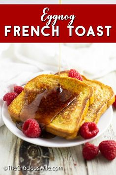 Eggnog French Toast is a super easy and festive breakfast for Christmas. It makes a delicious stress-free Christmas morning breakfast, and it's a perfect way to use up holiday eggnog. Best Breakfast Recipes, Brunch Recipes, Easy Dinner Recipes, Kraft Recipes, Kraft Foods, Eggnog French Toast, Christmas Morning Breakfast, Friend Recipe, Thanksgiving Recipes