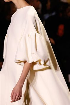 Christian Dior Spring 2017 Couture Fashion Show - Dior Dress - Ideas of Dior Dress - Christian Dior Spring 2017 Couture Fashion Show Details Fashion 2017, Runway Fashion, Spring Fashion, High Fashion, Fashion Show, Fashion Dresses, Fashion Tips, Fashion Hacks, Petite Fashion