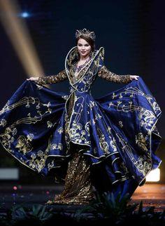 Russland Miss Universe Nationalkostüm Miss Universe Dresses, Miss Universe Costumes, Miss Universe National Costume, Russian Beauty, Russian Fashion, European Fashion, Style Oriental, Oriental Fashion, Style Couture