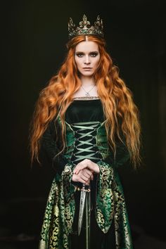 Portrait of a beautiful red-haired woman in green medieval dress Medieval Dress, Medieval Fantasy, Lady Macbeth, Elfa, Photo Portrait, Fantasy Photography, Bridal Photography, Redheads, Red Hair