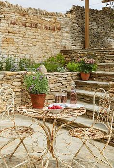 Outdoor dining in a Cotswold stone courtyard