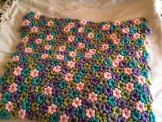 Mollie Flower baby blanket...I need to try making some mollie flowers!