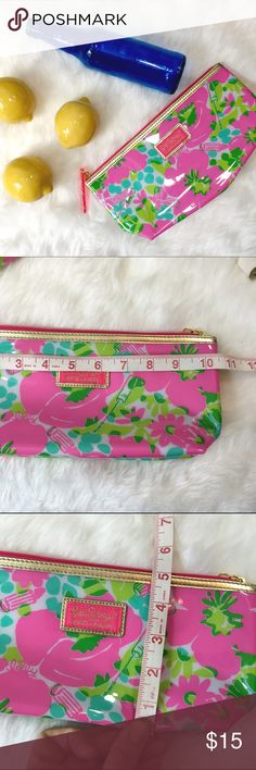 NWOT Lilly Pulitzer Makeup Bag Perfect condition (two available), great for makeup or keeping pens together in your bag! Lilly Pulitzer Accessories