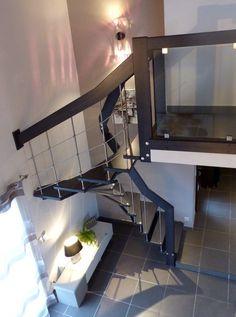 Escalier gain de place arrivant sur mezzanine