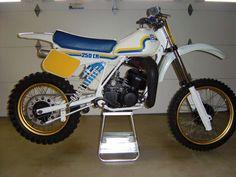 Net - Vintage Husqvarna Photos/Specs/Parts Dirt Bike Parts, Valentino Rossi 46, Cool Motorcycles, Dirtbikes, Vintage Bikes, Sport Bikes, Le Mans, Motocross, Husky