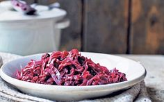 Red cabbage is good for you, and it's absolutely delicious when you slow cook it with apples and raisins Slow Cooker Red Cabbage, Red Cabbage With Apples, Beef And Guinness Pie, Guinness Pies, Vegetable Recipes, Vegetarian Recipes, Cabbage Side Dish, Raisin Recipes