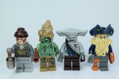 Lego pirates of the caribbean bad guys in corals. Original picture by me Lego Custom Minifigures, Lego Minifigs, Lego Star Wars, Legos, The Hobbit Game, Lego Universe, Pirates Of The Caribbean, Caribbean Sea, Lego Army