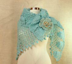 L'âme Insolent / Crochet Ivory Gold Bridal Shawl di lilithist