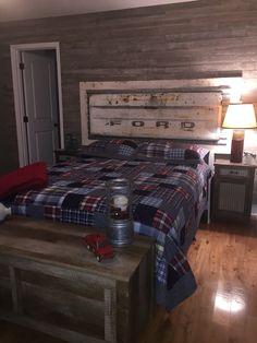 Barn wood wall and tailgate headboard Car Bedroom, Kids Bedroom, Bedroom Decor, Bedroom Ideas, Tailgate Headboard, Headboard Designs, Diy Bed, Rustic Bedding, Boy Room