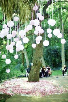Hermosa lluvia de globos para una fiesta infantil