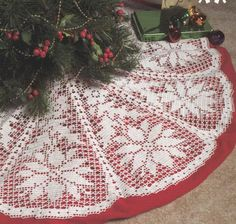 ~ Poinsettia Christmas Tree Skirt ~ Pattern by PaperButtercup....~