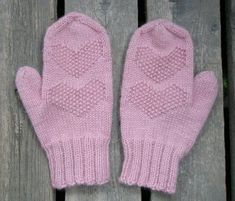 Super cute mittens with a great thumb gusset, sadly it's all in Finnish! Knitting Socks, Mitten Gloves, Knitting Ideas, Clothing Patterns, Little Boys, Fiber Art, Needlework, Knitting, Couture