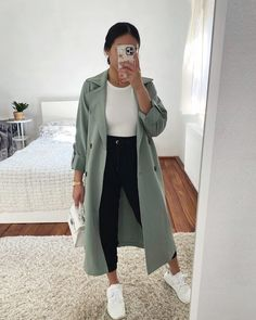 Timeless work outfits to update your wardrobe Casual Winter Outfits, Winter Fashion Outfits, Classy Outfits, Look Fashion, Stylish Outfits, Fall Outfits, Fashion Women, Retro Fashion, Korean Fashion