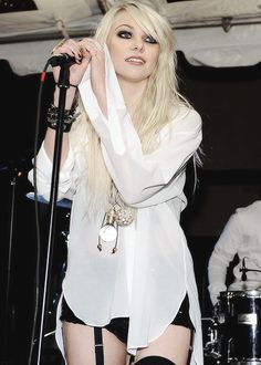 Taylor Momsen and the pretty reckless Bild