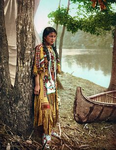 Old Color Photos of Native Americans|Paul Ratner --  Minnehaha. 1904. Photochrom print by the Detroit Photographic Co. Source - Library of Congress.