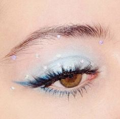 is eyeshadow makeup makeup yang bagus eye makeup makeup smokey eyes makeup simple makeup everyday makeup price in makeup Makeup Eye Looks, Eye Makeup Art, Cute Makeup, Pretty Makeup, Skin Makeup, Eyeshadow Makeup, Gem Makeup, Foil Eyeshadow, Yellow Eyeshadow