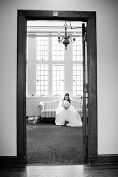 quiet moment before the ceremony | Kristyn Hogan #wedding