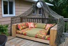 Pallet Daybeds can be placed anywhere in the house. Pallet daybed is a mini form of a proper bed. You can place pillows and cushions on the pallet daybed Outdoor Furniture Plans, Diy Pallet Furniture, Antique Furniture, Modern Furniture, Pallet Crafts, Diy Pallet Projects, Recycled Pallets, Wooden Pallets, Palet Exterior