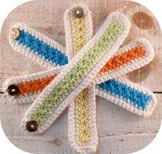 Armbänder - Armband Blütenmuster, gehäkelt, Farbauswahl - ein Designerstück von mimameidana bei DaWanda