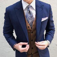 Super dapper outfit! What's the views on the tie? Comment below _________________________________ . . . @suit.world #suitandtie #suitedup #suited #suits #suit #londonfashion #suitlover #suitup #suitstyle #suitedman #pocketsquare #suitswag #ss17 #suitselfie #mensfashion #menssuits #mensfashionpost #menstrend #mensapparel #fashionformen #fashionbag #highstreetfashion #alexandercaineuk #italiandesign #weddingsuit #rayyounis