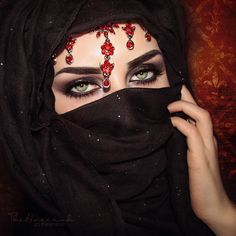Image in Niqab collection by Princesse on We Heart It Arab Girls Hijab, Girl Hijab, Most Beautiful Eyes, Beautiful Girl Image, Beautiful Muslim Women, Gorgeous Women, Exotic Eye Makeup, Middle Eastern Makeup, Arabian Beauty Women