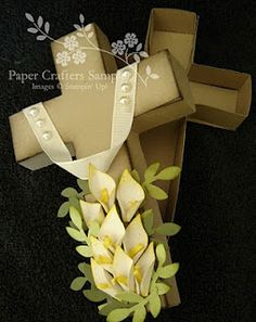 Interested in adding a decorative holiday peice to your Easter table? Try this free-standing wedge-base cross. It's a FREE template avail. Vinyl Crafts, Paper Crafts, Paper Art, Easter Wishes, Easter Card, Ideas Para Organizar, Easter Cross, Easter Holidays, Stampin Up Cards