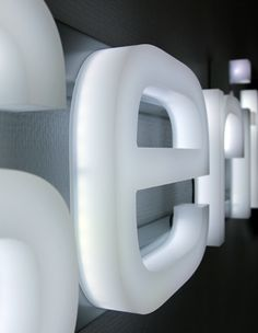Fully illuminated formed acrylic letters