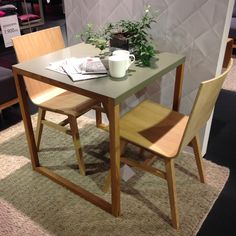 Liten plats i köket? Då kanske Kilo matbord kan passa perfekt? 70x70cm (höjd 73cm) 1.395kr. Ply stol 1.390kr. #habitatsverige