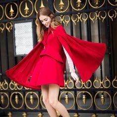 Che le piaccia stupire, lo sappiamo. Ma a noi piace lasciarglielo fare. Qui in un look total red, è praticamente perfetta. Non a caso, Chiara Ferragni è l'influencer e fashion blogger più famosa al mondo.    #red #dress #fashion #blogger #chiara #ferragni